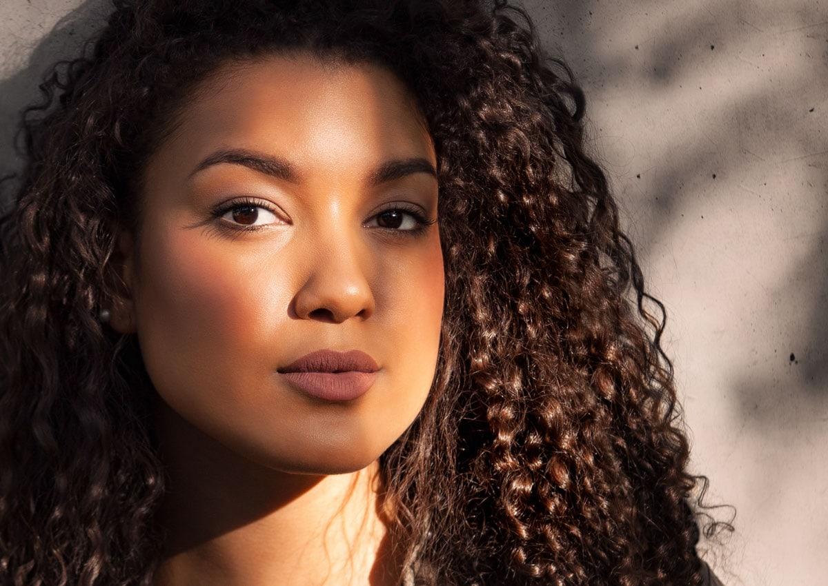 Beautyportrait natürliche Schatten im Gesicht