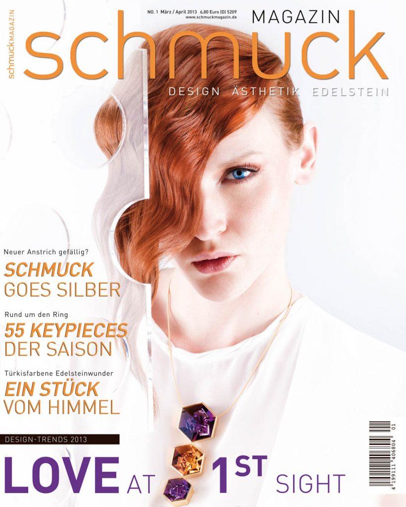 Professionelle Bildbearbeitung & Beautyretusche Coverbild, Schuckfotografie, Frau mit roten Haaren und großer Kette