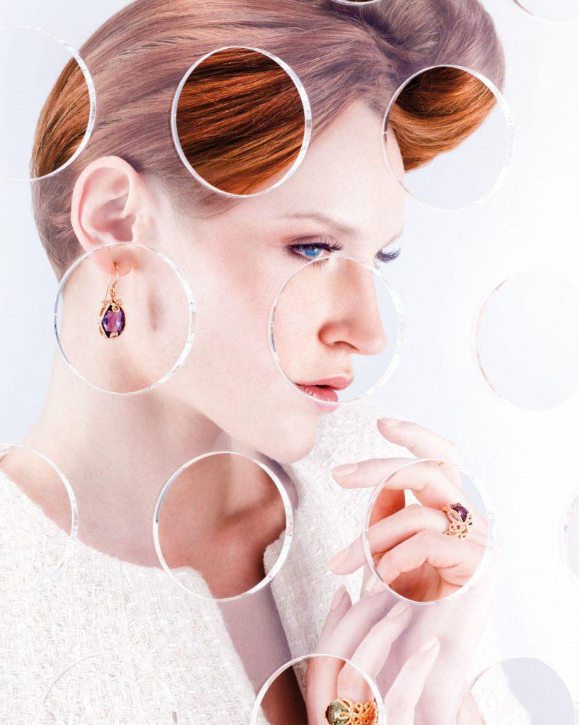Schuckfotografie, Frau mit roten Haaren Ringen und Uhr