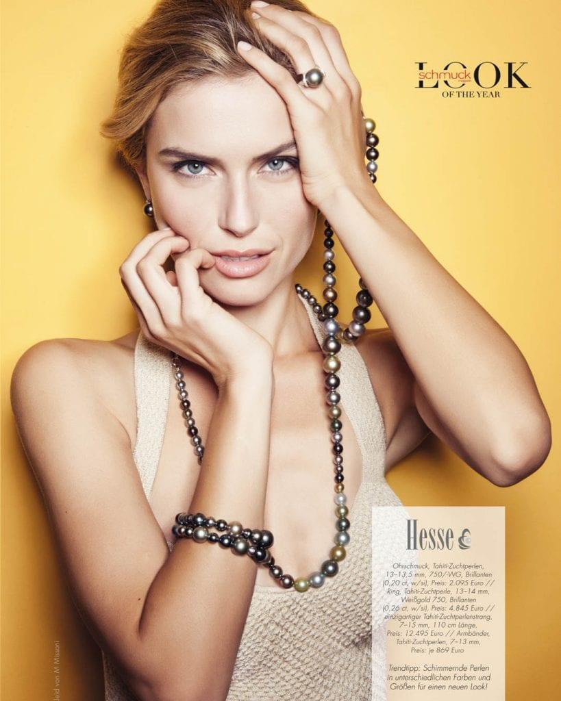 Schmuckfotoshooting, Frau mit Perlenkette